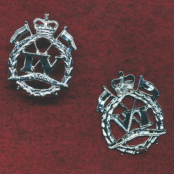 4 CAV REGT - Collar Badge  (ca1980)