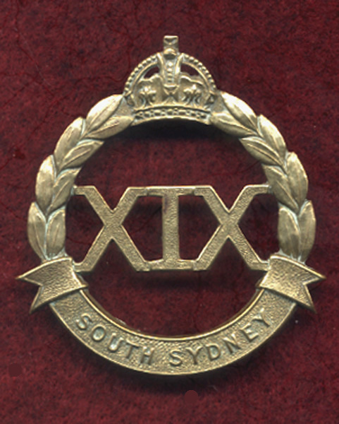 19 INF BN Hat Badge  (30/42)