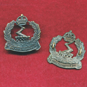 33 INF BN Collar Badge (30/42)  (w/L)