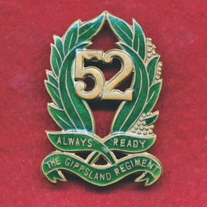 52 INF BN  - Hat Badge  (30/42)   RARE