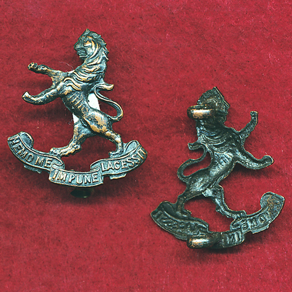 5 INF BN Collar Badge (30/42)  (w/L)