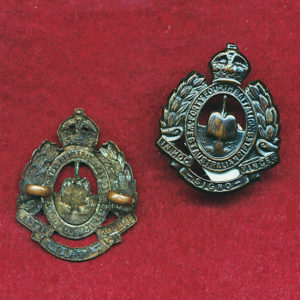 44 INF BN  Collar Badge  (30/42)