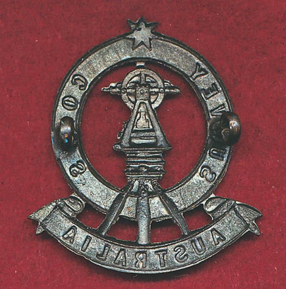 Australian Army Survey Corps Hat Badge  (30/42)