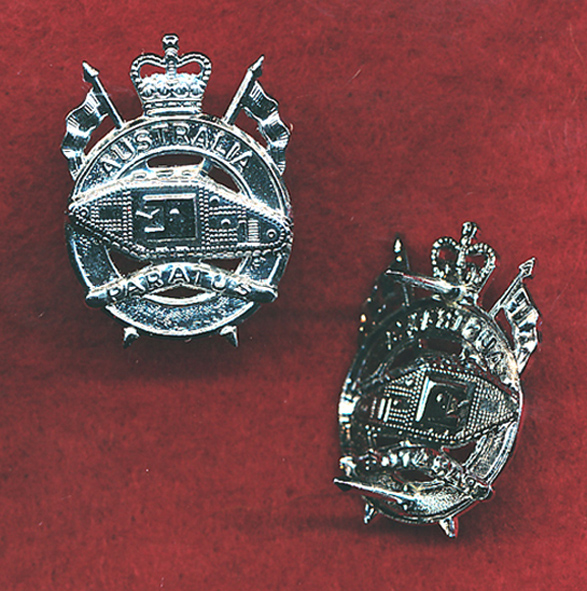 1st Armoured Regiment Collar Badge  (w/L) (64/96)