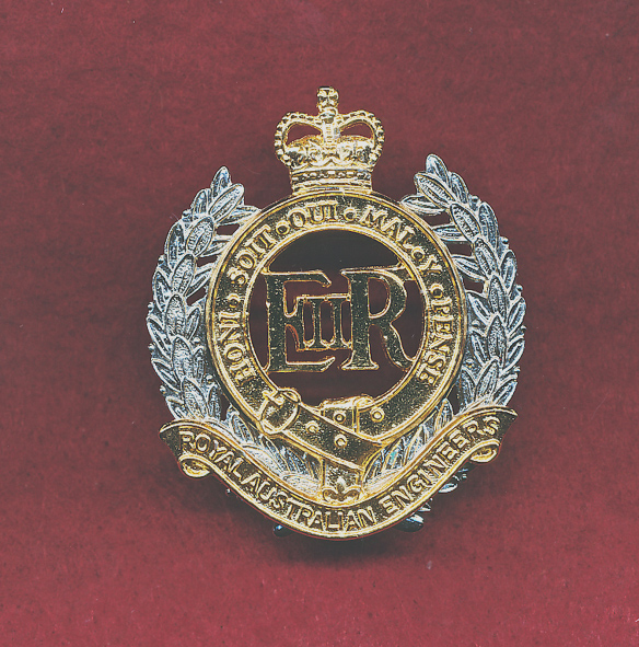 Hat Badge - RAE  (ca96)