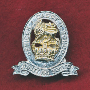 Hat/ Collar Badge - OCS - Officer Cadet School  (w/Left) (60/85)