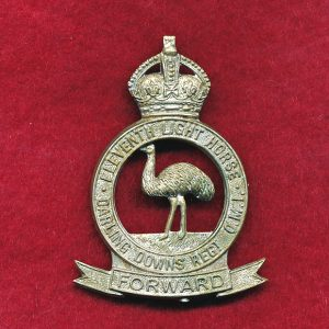11 LHR (Darling Downs LH) Hat Badge  (30/42)