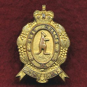 42nd INF BN Collar Badge (w/R) (Capricornia Regt)
