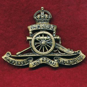 Hat Badge - RAA (30/42)  (Oxy) (Stokes & Sons)