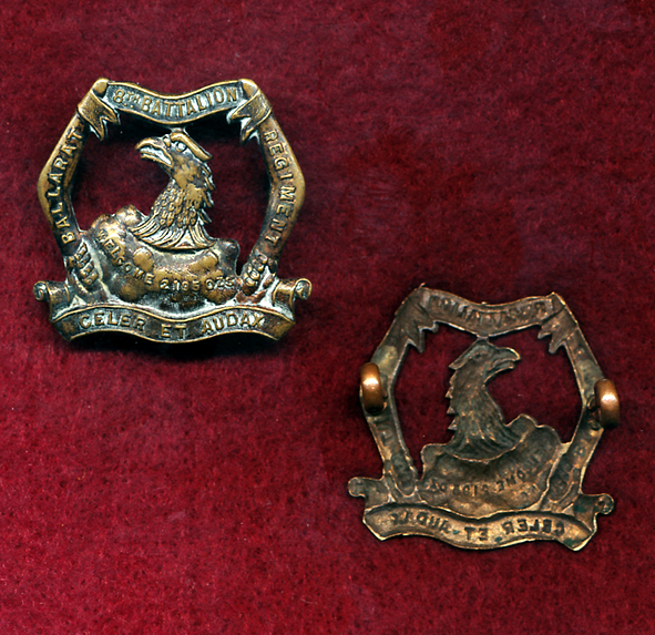 8 INF BN Collar Badge (City of Ballarat Regt) (w/L) (30/42)