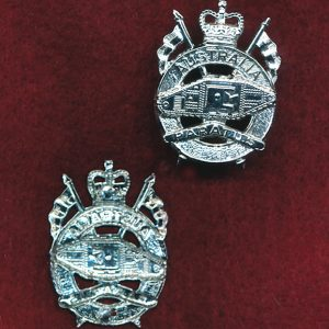 1st Armoured Regiment Collar Badge  (w/R) (post 97)